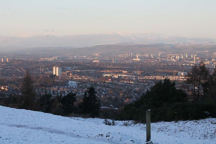 Glasgow-City-snow-Cathkin-Braes